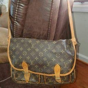 Authentic LOUIS VUITTON Messenger Bag/Purse Nice!